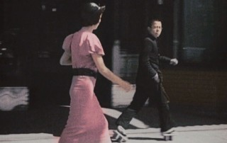 1933_Mondern_Girl_walks_the_streets_of_Ginza_01